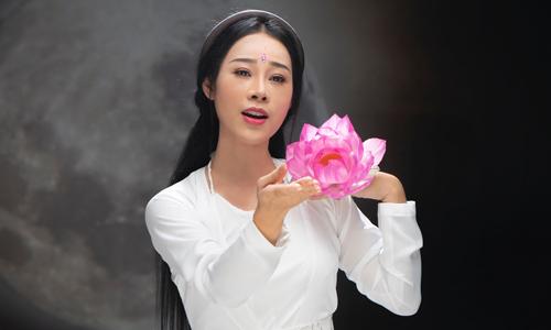 Tạo hình của Hoa Trần trong MV Ai nỡ.