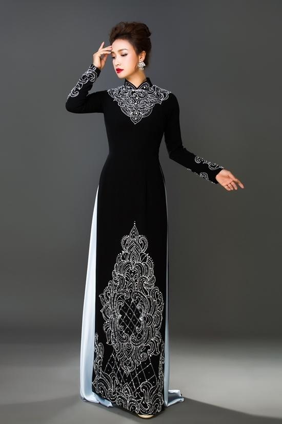 Lê Bê La mặc áo dài họa tiết thêu tay