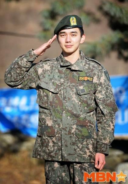 Yoo Seung Ho bỏ sự nghiệp đỉnh cao để vào quân đội ở tuổi chưa đầy 20.