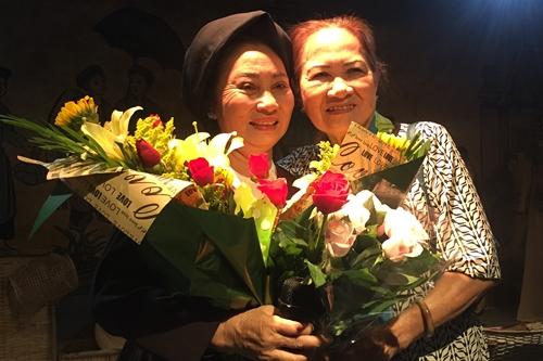Nghệ nhân Cao Minh Hiền (trái).