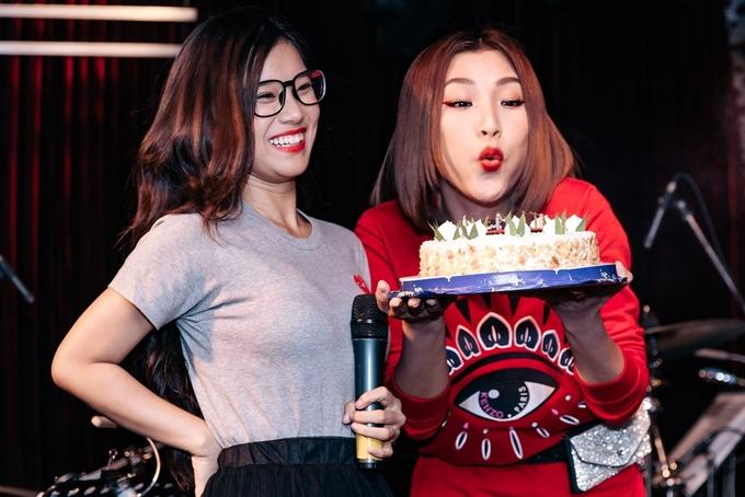 Dàn diễn viên 'Tháng năm rực rỡ' mừng sinh nhật Hoàng Oanh