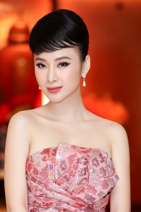 Bùi Tiến Dũng giản dị, Angela Phương Trinh lộng lẫy đi sự kiện