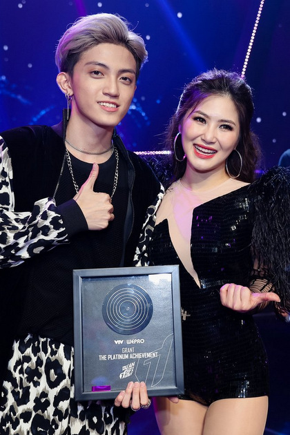 Thầy trò Hương Tràm giành chiến thắng tại cuộc thi.