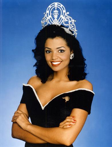 Chelse Smith khi mới đăng quang Hoa hậu Hoàn vũ 1995.