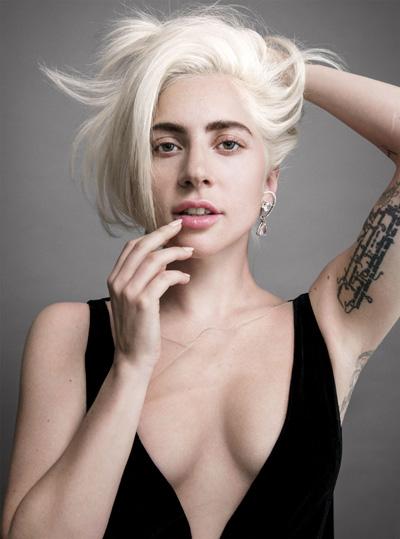 Ca sĩ Lady Gaga trên Vogue.