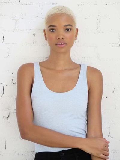 Người mẫu Iesha Hodges