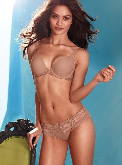Người mẫu Australia Shanina Shaik, sinh năm 1991.