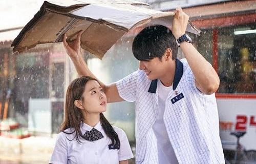 Hai diễn viên chính có vóc dáng chênh lệch. Park Bo Young chỉ cao 1m58 còn Kim Young Kwang cao đến 1m88.