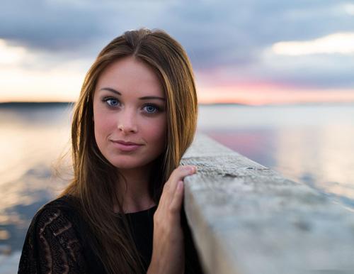 Người đẹp sinh năm 1996 tại Copenhagen và làm người mẫu chuyên nghiệp. Cô cao 1, 80m.