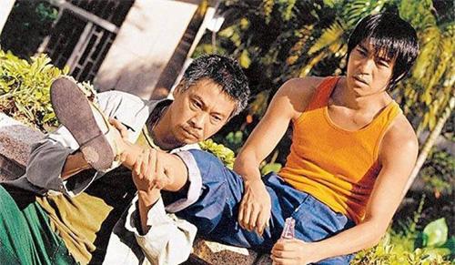 Ngô Mạnh Đạt (trái) là bạn diễn ăn ý của Châu Tinh Trì.