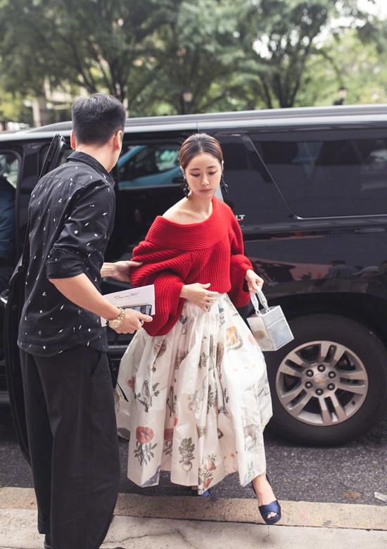 Lâm Tâm Như chịu nóng mặc áo len dự tuần thời trang