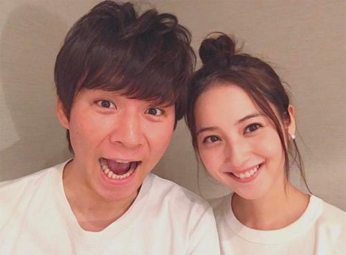 Vợ chồng Nozomi Sasaki.