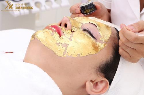Việc kết hợp vàng và tinh chất nhụy hoa nghệ tâyđem đến cơ hội làm đẹp dễ dàng, giúp duy trì vẻ thanh xuân.