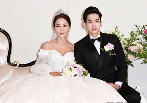 Shim Mina và Ryu Philip trong đám cưới.