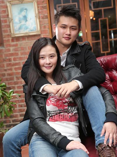 Áp lực sinh con của các sao châu Á khi lấy chồng trẻ
