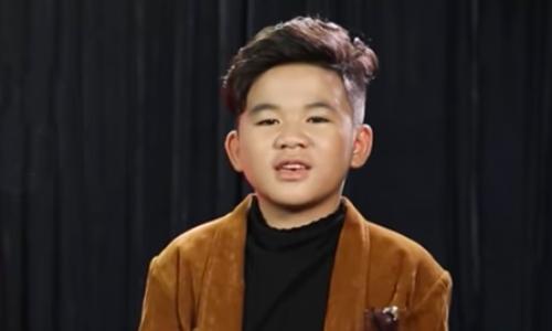 Văn Minh có bố mẹ đều yêu âm nhạc.