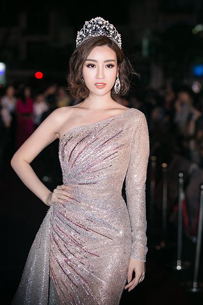 Chung kết Hoa hậu Việt Nam 2018 diễn ra vào 20h tại Nhà thi đấu Phú Thọ. Từ 19h, nhiều sao đã có mặt trên thảm đỏ.