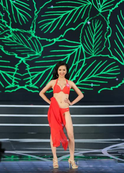 Người đẹp tự tin khoe hình thể và catwalk với trang phục áo tắm trong chung khảo phía Nam hồi tháng 6.