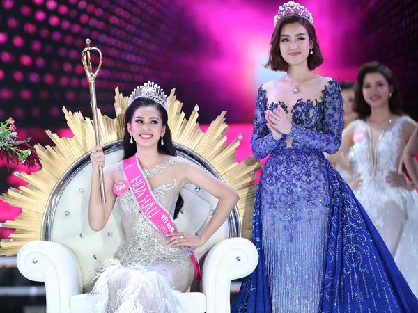 Tiểu Vy nhận vương miện từ Đỗ Mỹ Linh - Hoa hậu Việt Nam 2016.