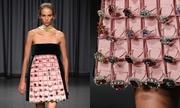 Váy hình khay đựng trang sức của Mary Katrantzou