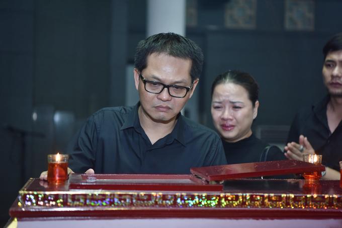 Xuân Hinh và các nghệ sĩ viếng tang đạo diễn Đông Hồng