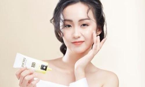Cách chọn mỹ phẩm sạch và lành tính cho làn da phái đẹp Việt