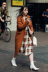 Muôn kiểu mặc đồ kẻ của tín đồ thời trang ở London