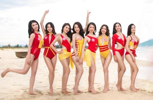 Những bộ bikini biến tấu với hai màu đỏ, vàng mang tới hình ảnh khác biệt, làm nổi bật hình thể khỏe khoắn, đầy nữ tính của các thí sinh tham dự cuộc thi Hoa hậu Việt Nam, đặc biệt là Hoa hậu Tiểu Vy (thứ hai từ phải sang) và hai Á hậu Phương Nga, Thúy An.