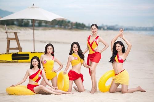 Bên cạnh ba cô gái đã đăng quang trong đêm chung kết, Hoa hậu Việt Nam 2018 cũng ghi dấu hành trình của rất nhiều thí sinh có hình thể chuẩn, đẹp trong trang phục bikini. Người đẹp Biển Nguyễn Hoàng Bảo Châu (giữa) là một trong những thí sinh xuất sắc nhất tại cuộc thi năm nay.