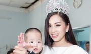 Tân Hoa hậu Việt Nam thăm trẻ tàn tật, mồ côi ở TP HCM