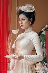 Huyền My diện áo dài phong cách hoàng gia