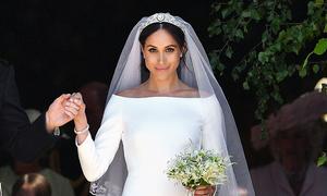 Công nương Meghan tiết lộ mảnh vải xanh khâu trong váy cưới
