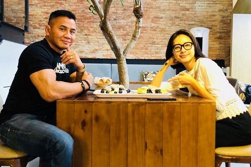 Cung Lê đăng ảnh ăn trưa cùng Ngô Thanh Vân trên mạng xã hội.