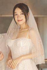 Váy cưới của Nhã Phương làm từ 30 lớp vải