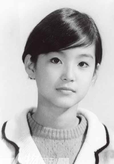 Sinh năm 1954 ở Đài Loan, Lâm Thanh Hà đóng phim đầu tiên - Song ngoại - năm 19 tuổi. Thành công từ tác phẩm đầu tay đưa cô thành ngôi sao hàng đầu Đài Loan. Nữ diễn viên kết đôi tài tử Tần Hán trong loạt tác phẩm tình yêunhư Bên dòng nước, Thủy vân, Nữ ký giả, Tôi là một áng mây... Ngoài đời, Lâm Thanh Hà bén duyên Tần Hán, họ chia tay năm 1993.