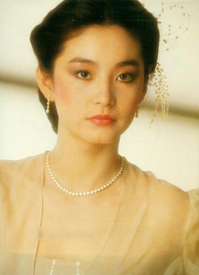 Diễn viên Khâu Thục Trinh từng kể khi đóngThủ đoạn cua trai, cô từng lén ngắm Lâm Thanh Hà vì đồng nghiệp quá đẹp.