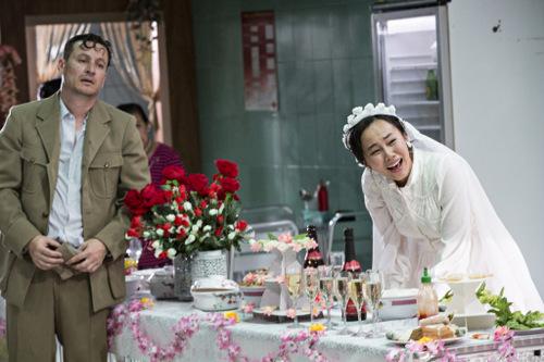 Linh yêu chồng, nhưng cô tuyệt vọng vì cuộc sống mới không hề đẹp đẽ như nhữnng gì anh lính Pháp hứa với cô khi còn ở Việt Nam.