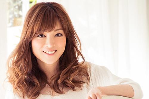 Diễn viên kiêm ca sĩ Hitomi Yoshizawa.