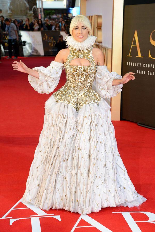 Lady Gaga đẹp nhất tuần với đầm khoét ngực thêu chỉ vàng