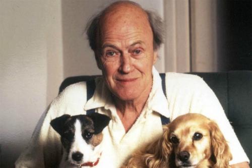 Nhà văn Roald Dahl. Ảnh: Electricliterature.