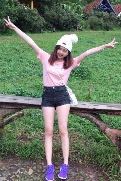 Thúy An sinh năm 1997 ở Kiên Giang. Ở tuổi đôi mươi, cô đã thu hútvới đôi chân dài, gương mặt xinh xắn.