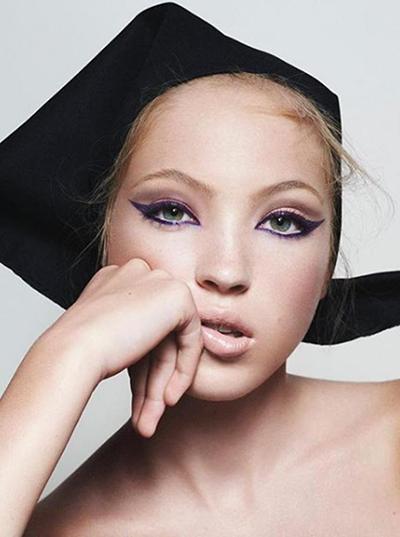 Sinh ngày 29/9/2002 tại London, Lila Grace Moss mang nhiều nét giống mẹ - siêu mẫu Kate Moss.