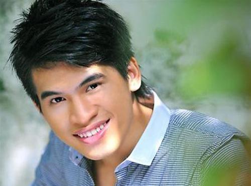 Trần Quốc Thiên sinh năm 1988. Trước khi là quán quân cuộc thi Vietnam Idol 2008, anh từng đoạt giải nhì Tiếng ca học đường 2007.Khi đó ca sĩ cao 1,71m, nặng 64 kg, khuôn mặt chữ điền, cánh mũito, cằm vuông.