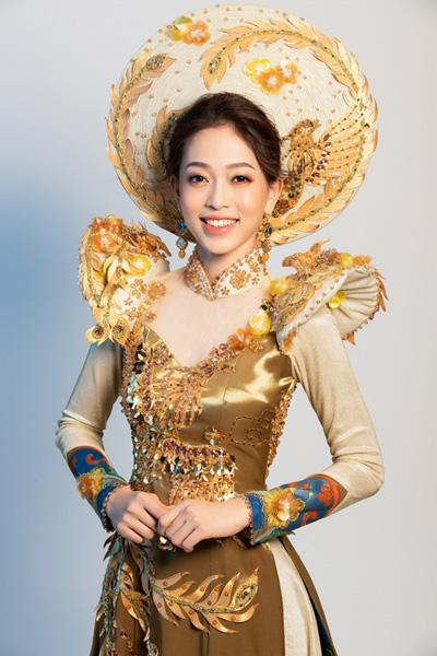 Phương Nga mặc áo dài cách tân thi trang phục dân tộc