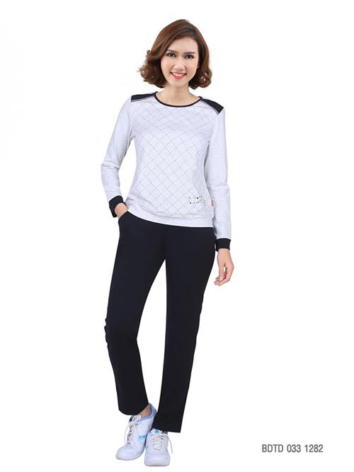 Kẻ sọc Tartan - một trong những xu hướng thời trang thu đông 2018 được đưa vào thiết kế mặc nhà BDTD 033 1282.