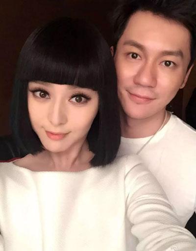 Cuối tháng 5/2015, hai diễn viên cùng đăng trên trang cá nhân của mình bức ảnh selfie, xác nhận quan hệ yêu đương.