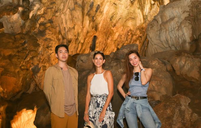 Hồ Ngọc Hà giới thiệu vịnh Hạ Long với siêu mẫu quốc tế