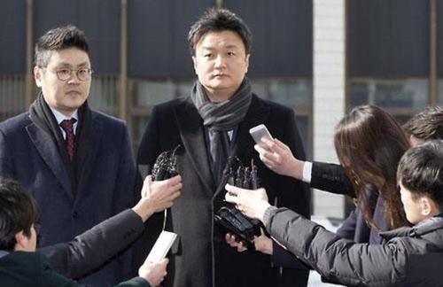 Ông Im Woo-jae (phải).