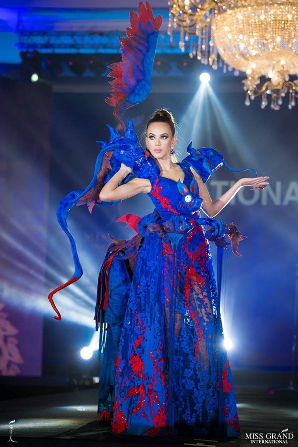 Trang phục dân tộc rực rỡ sắc màu tại Miss Grand International