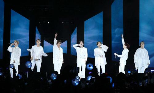 BTS trình diễn ở London.